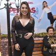 Naiara Azevedo apostou em look com decote e transparência para pré-estreia de filme
