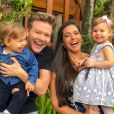Thais Fersoza filma filha, Melinda, cantando 'Let it Go' na cama