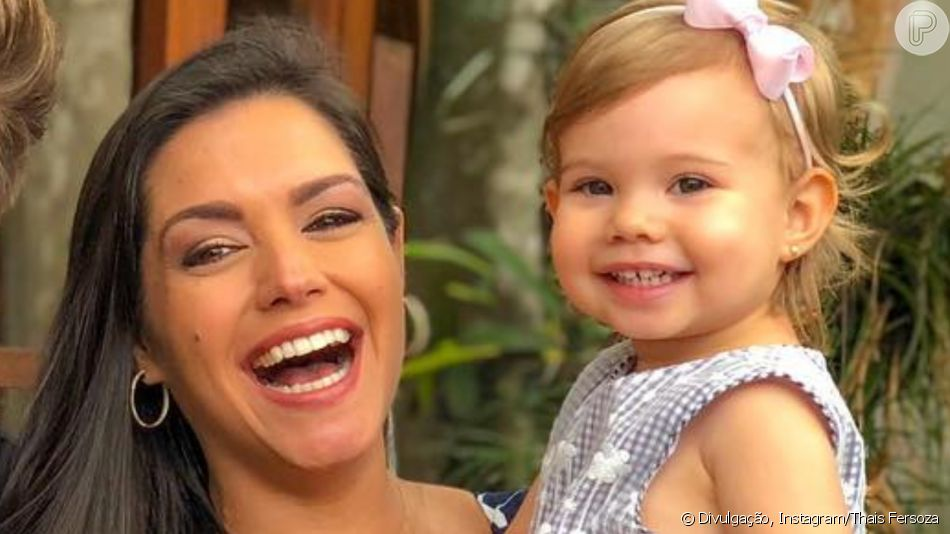 Fã de 'Frozen'! Thais Fersoza filma filha, Melinda, cantando 'Let it Go' na cama nesta terça-feira, dia 02 de abril de 2019
