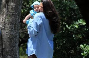 Daniella Sarahyba posa para fotos com a filha Rafaella durante passeio no Rio