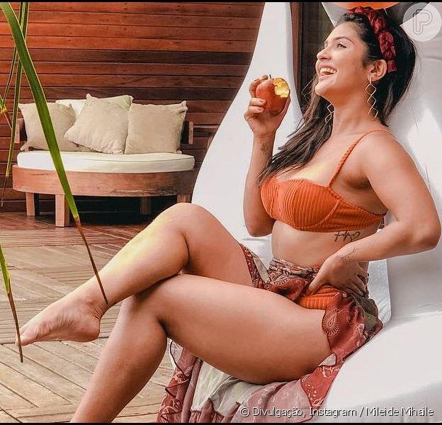Mileide Mihaile postou foto de biquíni e ganhou elogio do namorado, Wallas Arrais, neste domingo, 28 de abril de 2019