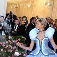 Zendaya após trasnformação no pink carpet do baile do MET: vestido de Cinderela