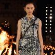 Look estampado Dior tem pegada utilitária