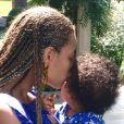 Beyoncé beija a filha, Ivy Blue