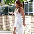 Juliana Paes elege vestido branco para ir à padaria na Barra da Tijuca, nesta quinta-feira, dia 16 de maio de 2019