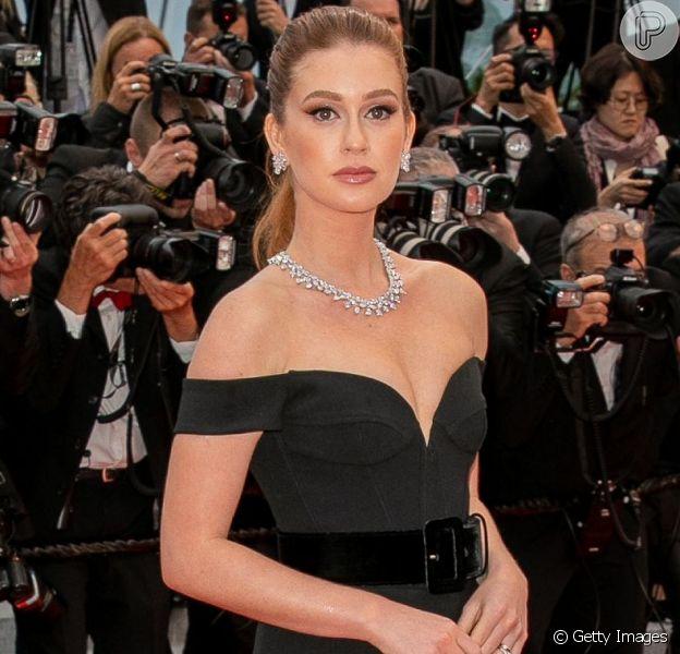 Marina Ruy Barbosa usa look clássico da grife Etro no Festival de Cannes, em 18 de maio de 2019