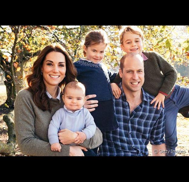 Kate Middleton e príncipe William curtem domingo em jardim com os filhos, em 19 de maio de 2019