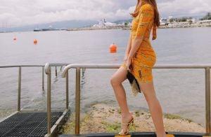 Bolsa laço e vestido luxuoso: o look de Marina Ruy Barbosa em almoço na França