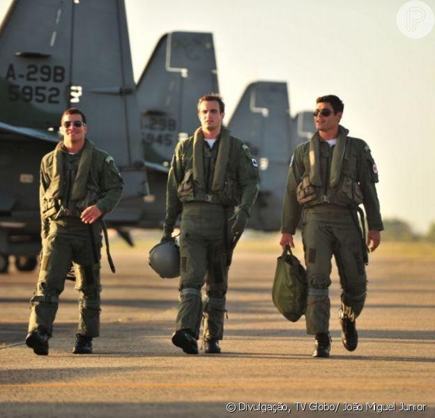 Rodrigo (Thiago Martins), Ciro (Max Fercondini) e Amadeu (Dudu Azevedo) fazem parte do grupo de elite da Força Aérea Brasileira em 'Flor do Caribe', que estreia em 11 de março de 2013