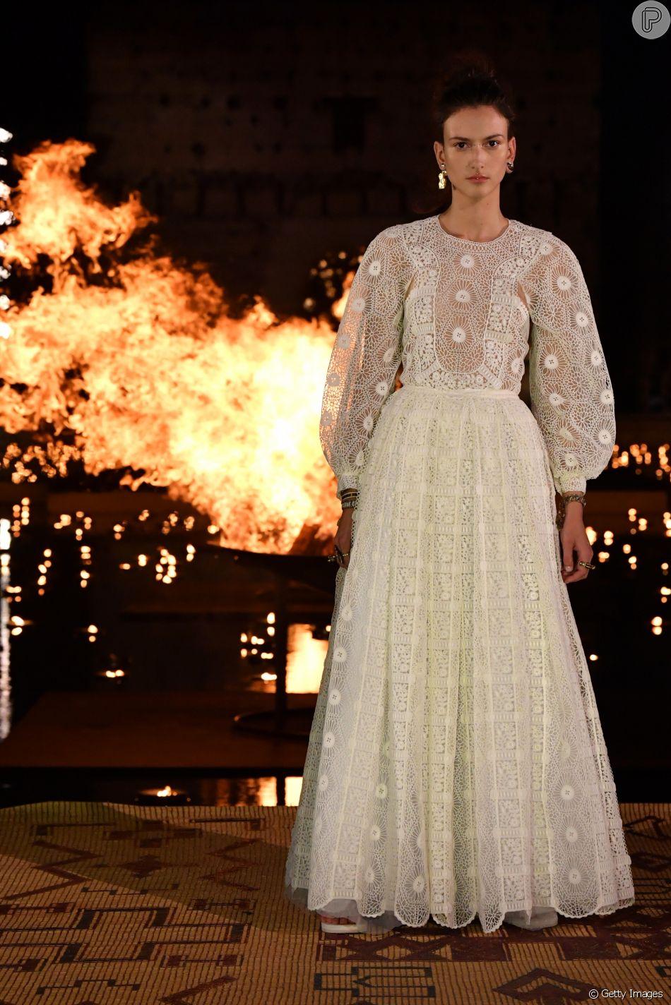 Look rendado com mangas amplas da Dior