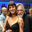 José de Abreu minimizou diferença de idade no namoro com a maquiadora Carol Junger, de 22 anos, 51 anos mais jovem que ele: 'Eu me sinto bem com ela, ela se sente bem comigo'