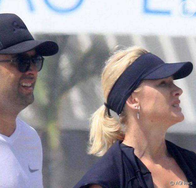 Assessoria de Fiorella Mattheis negou fim de namoro com o empresário Roberto Marinho Neto, ao Purepeople: 'Seguem juntos'