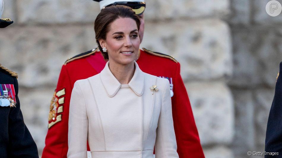 Veja detalhes do look monocromático de Kate Middleton