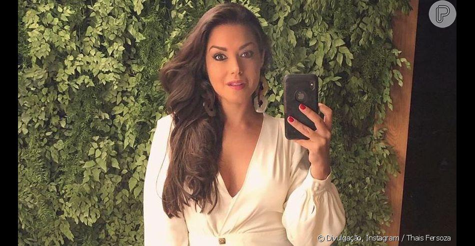 Thais Fersoza usou vestido curto branco e aprovou look nesta sexta-feira, 7 de junho de 2019