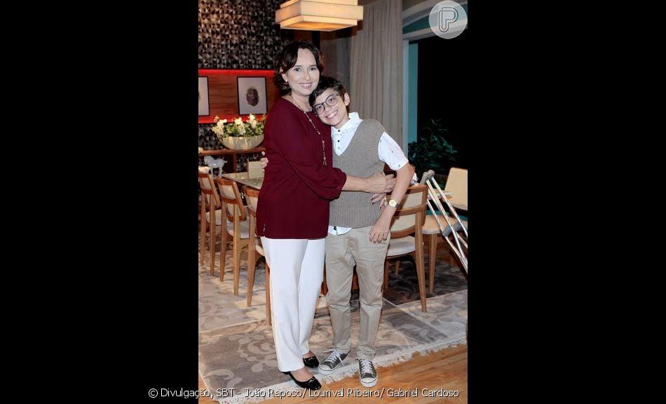Bento (Davi Campolongo) e Ruth (Mirian Ryos) fazem o teste de DNA na novela 'As Aventuras de Poliana'