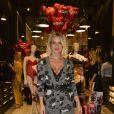 Lingerie à mostra: Giovanna Ewbank apostou no sutiã rendado sob o cardigan longo, usado como vestido