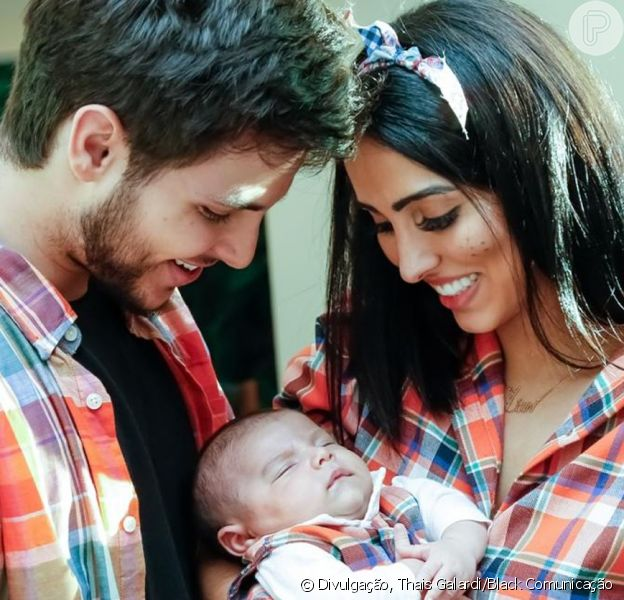 Filho de Jade Seba e Bruno Guedes, da novela 'Topíssima', Zion esbanjou fofura ao combinar look junino com os pais em sua festa de 1 mês