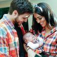 Filho de Jade Seba e Bruno Guedes, Zion esbanjou fofura ao combinar look junino com os pais em sua festa de 1 mês