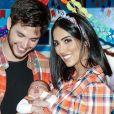 Jade Seba, Bruno Guedes e Zion combinaram look junino na festa de primeiro mês do menino