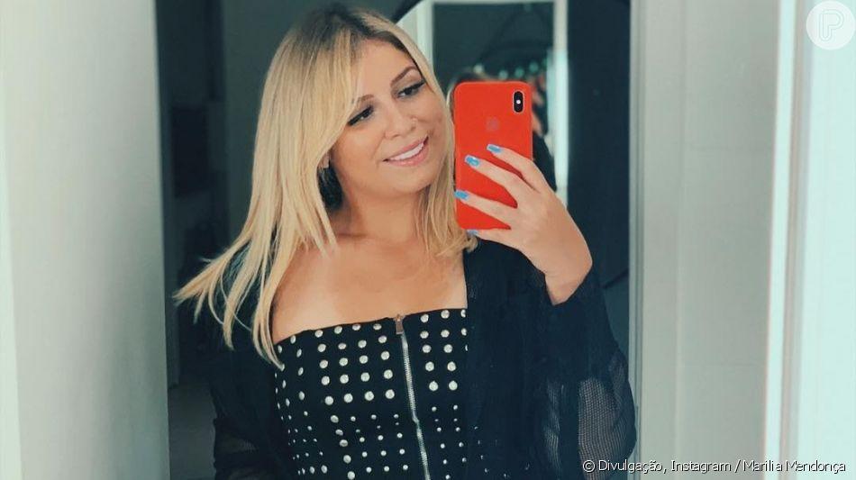 Grávida, Marilia Mendonça acaricia barriga em foto, em 30 de junho de 2019