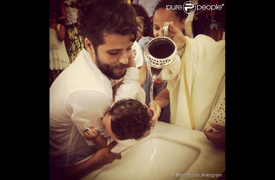 Bruno Gagliasso tornou-se padrinho neste domingo, 12 de outubro de 2014