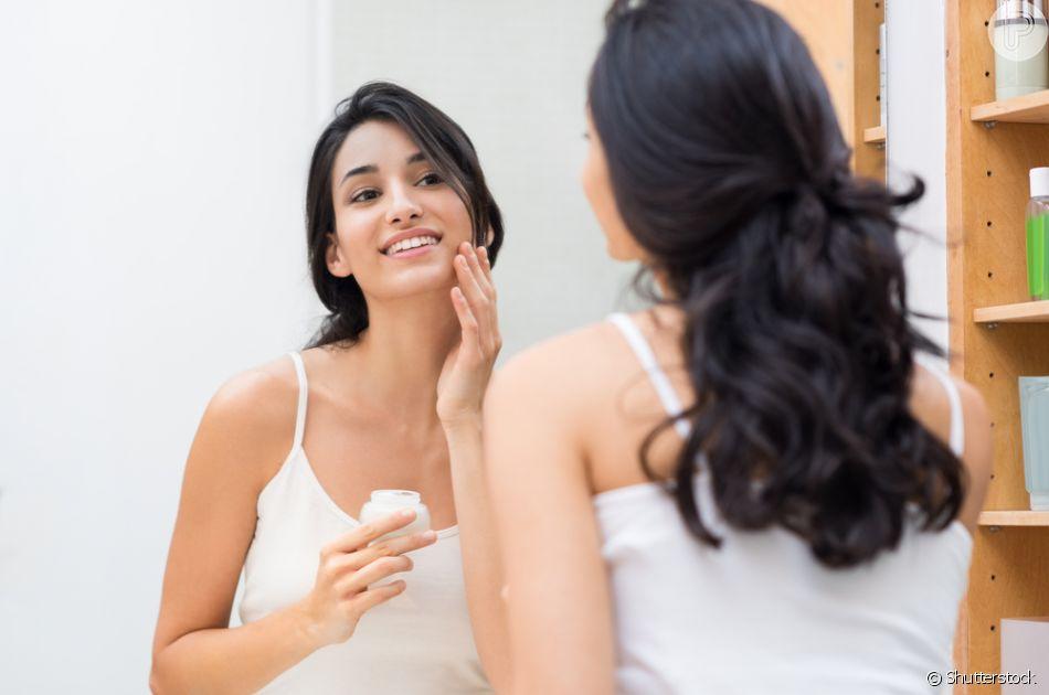 À noite, aposte no creme hidratante anti-idade para evitar flacidez e rugas na pele do rosto