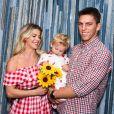 Karina Bacchi é   realizada com a família que construiu