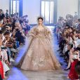 Vestidos de noiva da alta-costura: Elie Saab cricou um modelo tradicional, mas em tom de bege