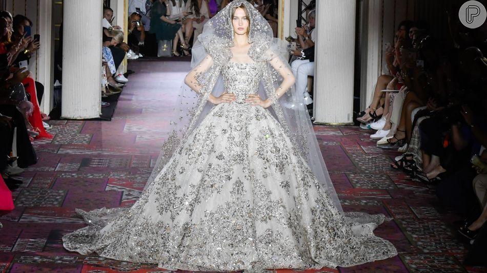 Noiva clássica da passarela do inverno 2020 de Zuhair Murad