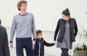 Filho de Gustavo Kuerten esbanja estilo e rouba a cena em passeio com os pais