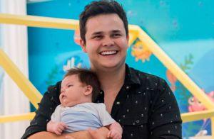 Dupla com Kauan, Matheus encanta a web em foto com o filho: 'Parece um boneco'