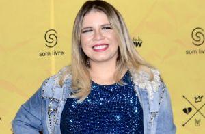 Mamãe estilosa! Grávida, Marília Mendonça elege brilho e jeans para show em SP