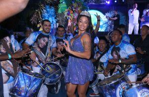 Coroada rainha de bateria, Aline Riscado nega rivalidade com Sabrina Sato. Veja!