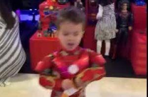Filho de Matheus esbanja fofura vestido de Super-Homem em festa do irmão, Davi