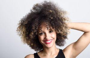 4 dicas de expert para manter seu cabelo cacheado definido enquanto você dorme!