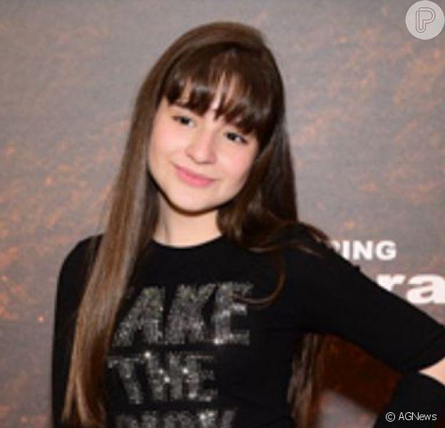 Sophia Valverde escolheu um jeans destroyed para a pré-estreia do filme 'O Rei Leão'