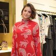 Agatha Moreira apostou em vestido midi com estampa animal print