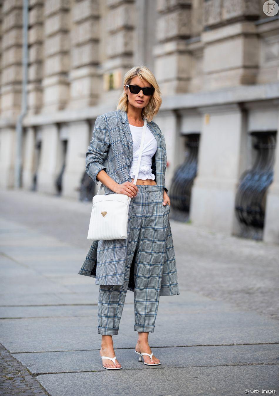 Peças que nunca saem de moda: a t-shirt branca serve de base para looks básicos e também para os fashionistas