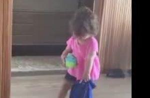 Patricia Abravanel filma a filha, Jane, limpando o quarto e diverte a mãe. Vídeo