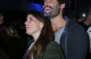 Ah, o amor! Giovanna Ewbank e Bruno Gagliasso são clicados aos beijos em show