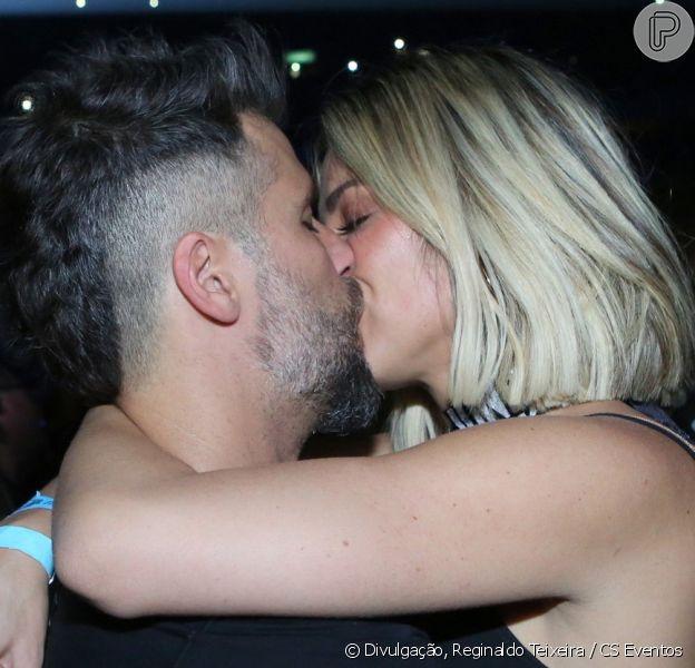 Bruno Gagliasso e Giovanna Ewbank trocam beijos no segundo dia de show de Sandy e Júnior na turnê 'Nossa História', no Jeunesse Arena, na Barra da Tijuca, no Rio de Janeiro, neste sábado, 03 de agosto de 2019