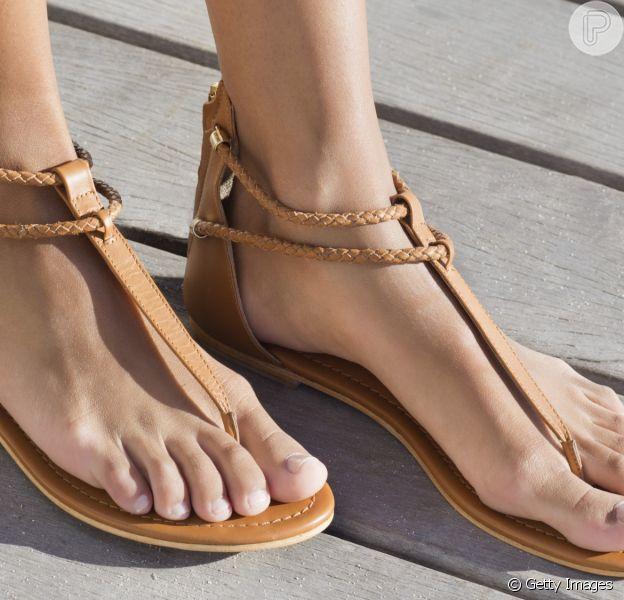 Cuidados com os pés: especialistas dão dicas para usar rasteirinha no verão sem medo