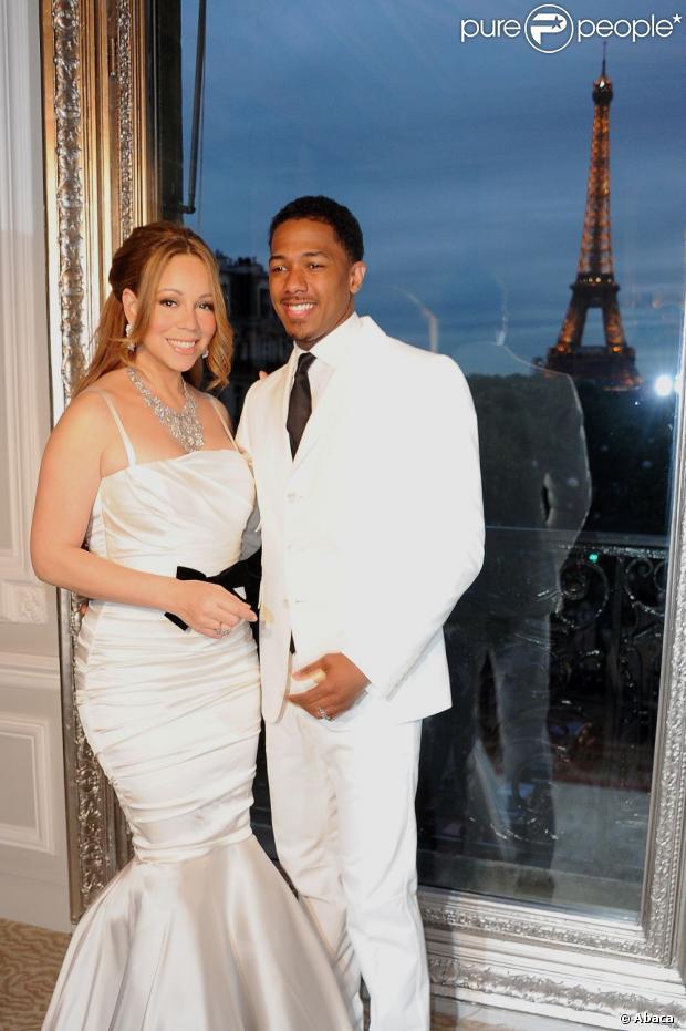 Nick Cannon revelou que Mariah Carey deixa o lado diva para trás quando se trata de cuidar dos filhos e da casa, em entrevista para a revista 'In Touch' de 20 de fevereiro de 2013
