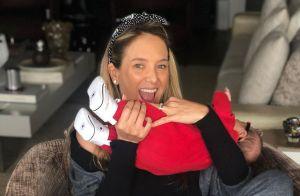 Ticiane Pinheiro combina look com filha caçula: 'Manu e mamys de tênis iguais'
