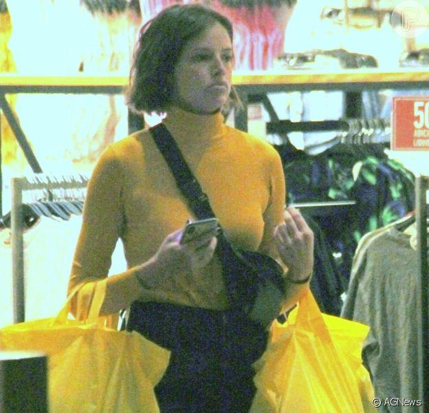 Agatha Moreira, a Josiane de 'A Dona do Pedaço', vai às compras no shopping Village Mall, no Rio de Janeiro, nesta quinta-feira, 28 agosto de 2019