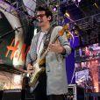 Jonh Mayer tem exibido uns quilinhos a menos desde o fim de seu namoro com Katy Perry. O cantor se apresentou recentemente em Nova York
