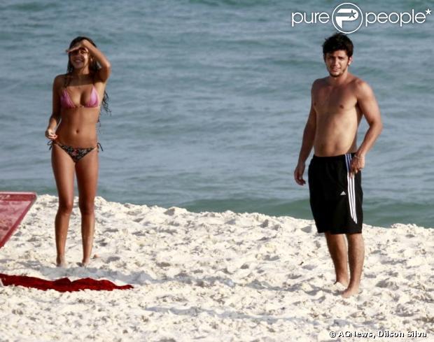 Yanna Lavigne e Bruno Gissoni são flagrados juntos na praia da Barra ...