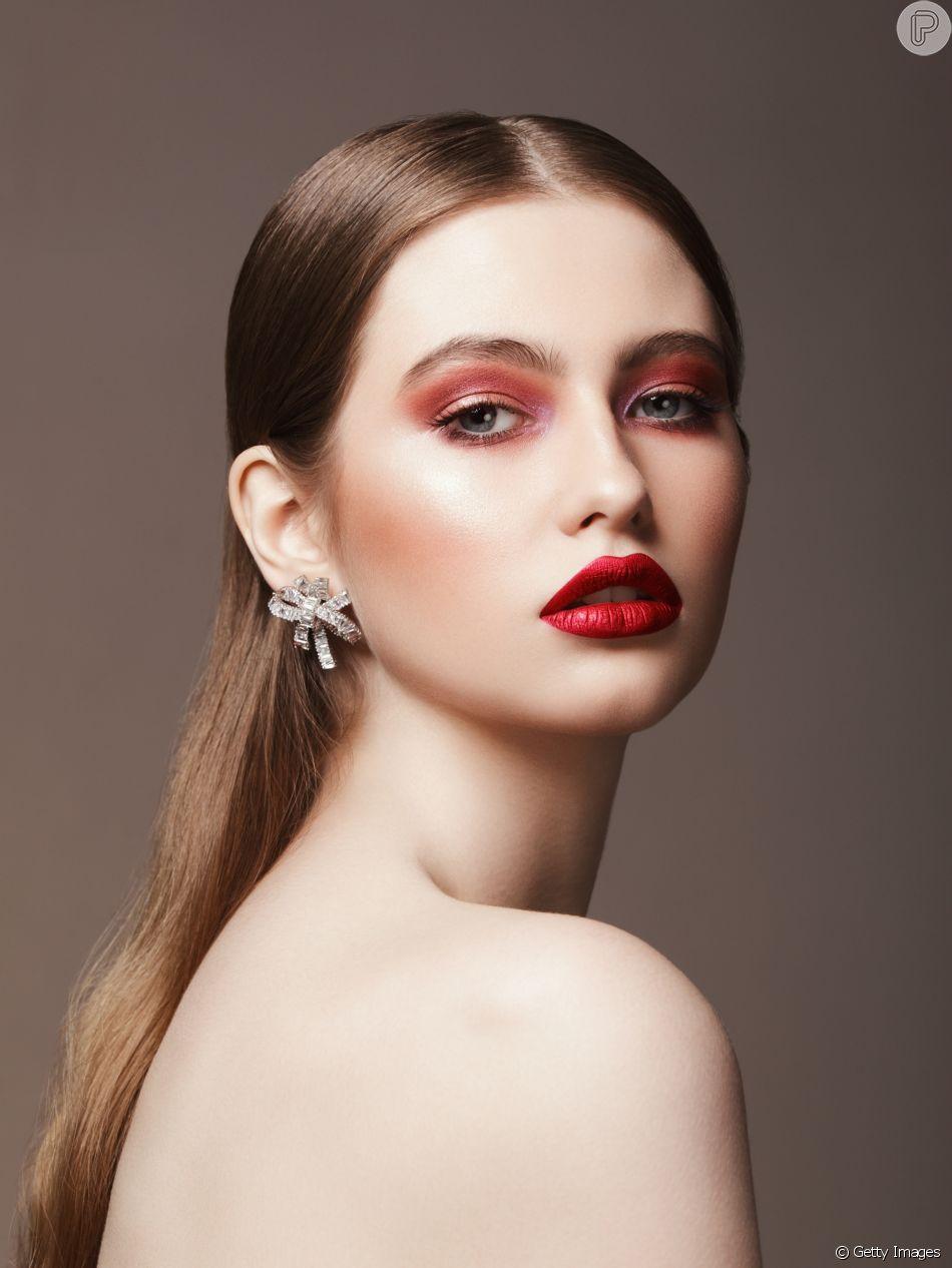Resultado de imagem para Maquiagem com Batom Vermelho terrosos