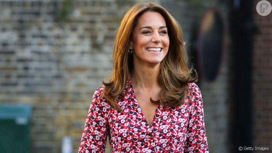 Kate Middleton aposta em vestido floral para 1º dia da filha na escola nesta quinta-feira, dia 05 de setembro de 2019