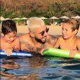 Pedro Scooby reencontrou Luana Piovani e os filhos em viagem em Fernando de Noronha, aquipélago pernambucano